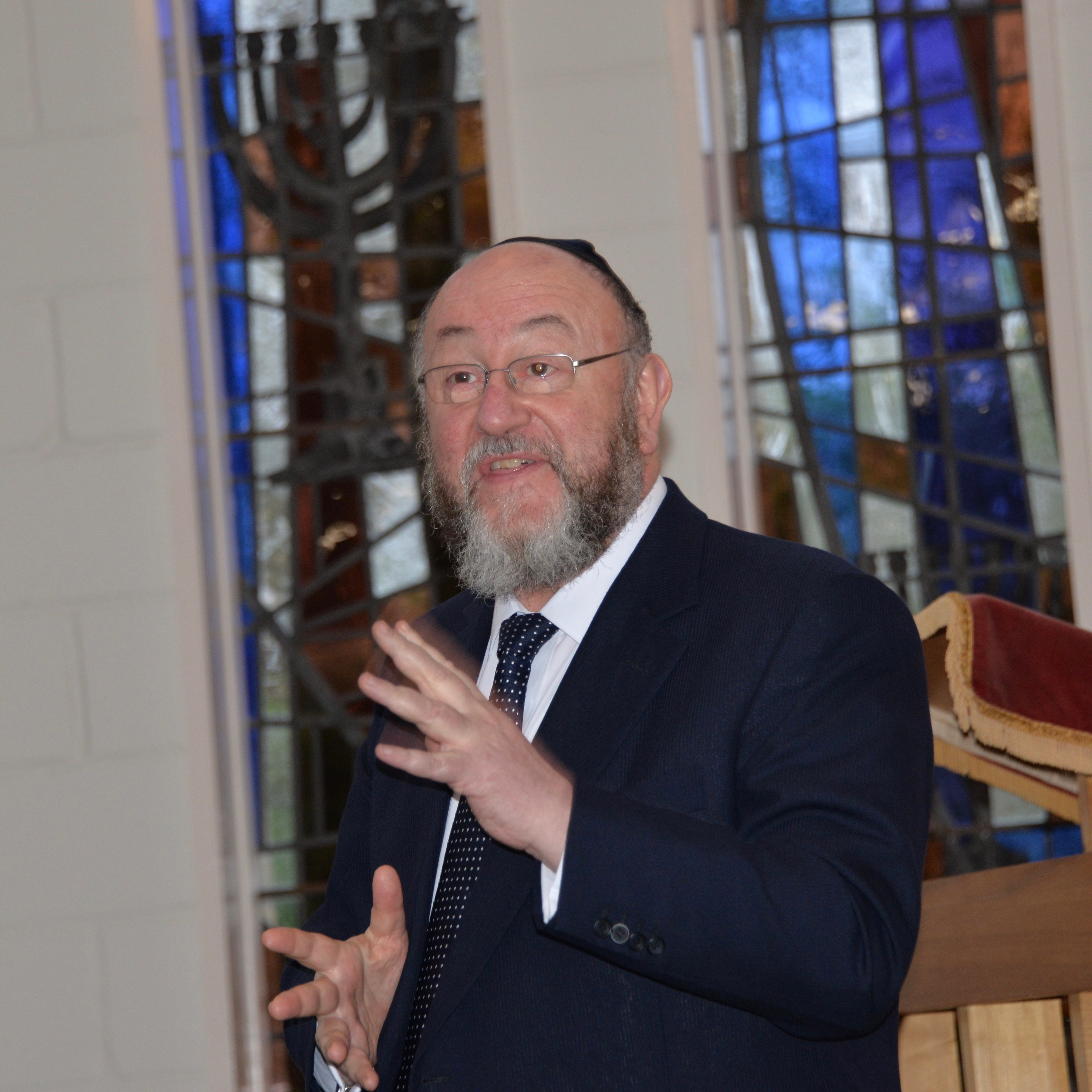Chef Rabbi Mirvis addresses the Congregation